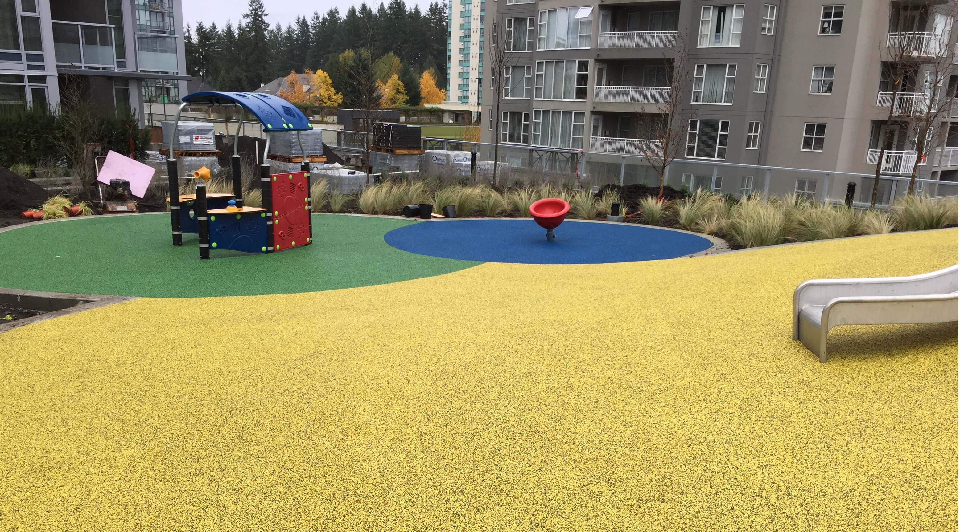 Rubber Playground Surfacing Rubber Mulch Rubber Surfaces - Spongy outdoor flooring